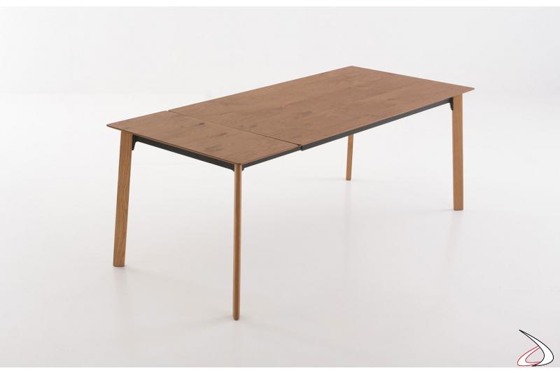 Tavolo design allungabile in legno rovere cotto da soggiorno con una allunga