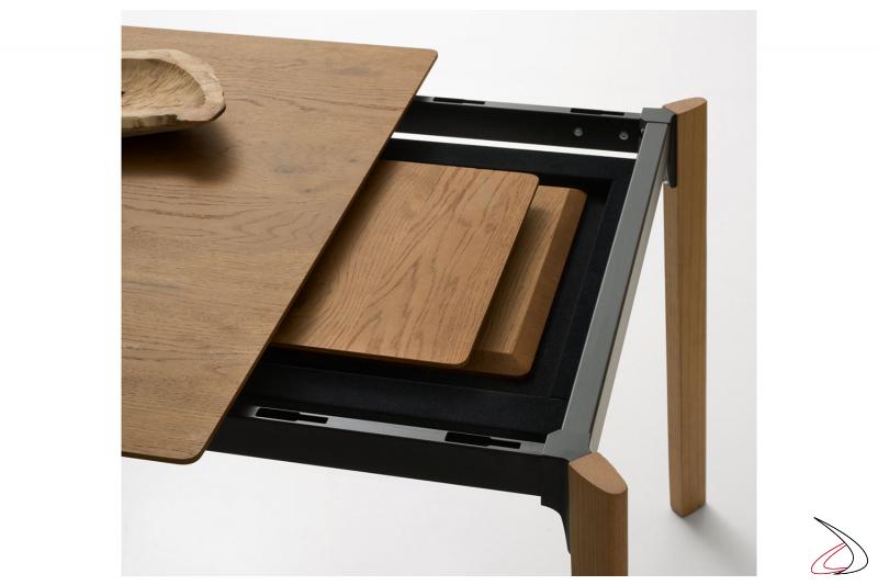 Tavolo soggiorno allungabile in legno rovere con allunghe nascoste sotto il piano