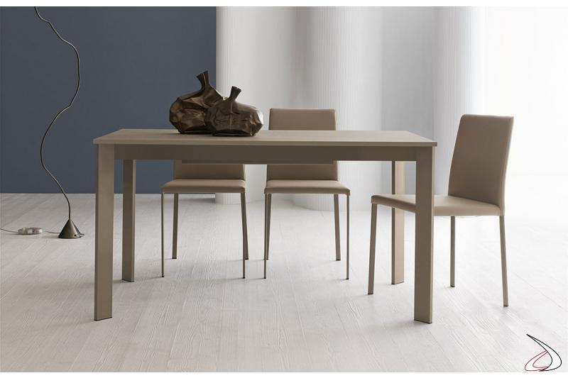 Tavolo moderno da cucina piccolo allungabile per 10 persone con gambe in metallo