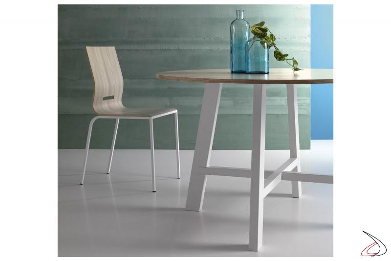 Tavolo rotondo di design da soggiorno con gambe centrali in metallo verniciato bianco