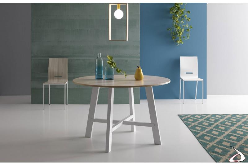 Tavolo rotondo da soggiorno di design con piano in melaminico olmo chiaro