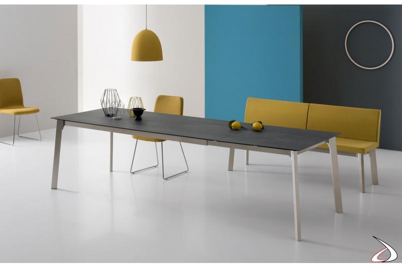 Tavolo allungabile da soggiorno per 12 persone con gambe in acciaio inox
