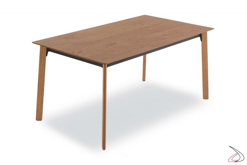 Tavolo da pranzo moderno in impiallacciato rovere cotto con gambe in legno
