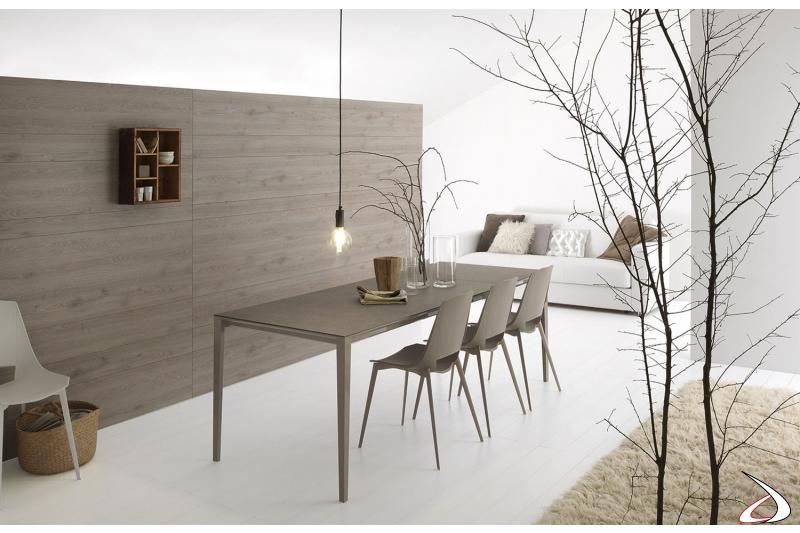 Tavolo moderno colore tortora allungabile da soggiorno con gambe in alluminio