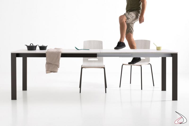 Tavolo moderno allungabile da soggiorno con tre allunghe
