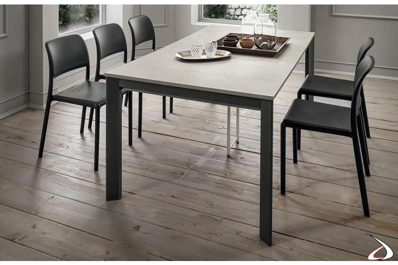 Tavolo consolle moderna con gambe in alluminio, piano e allunghe in HPL