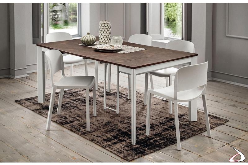 Tavolo consolle moderno con gambe bianche, piano e prolunghe in HPL