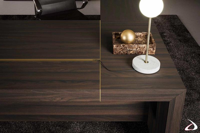 Scrivani ufficio da manager in legno rovere termotrattato con piano scorrevole e dettagli in ottone