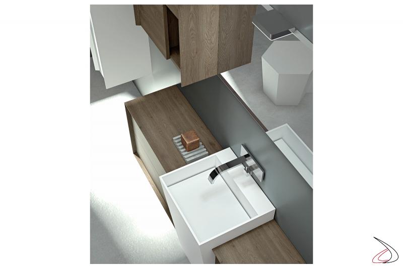 Bagno dal caratteristico lavabo di ampie dimensioni