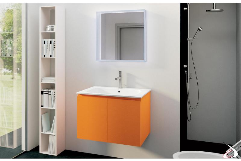 Bagno sospeso di design con specchiera retroilluminata