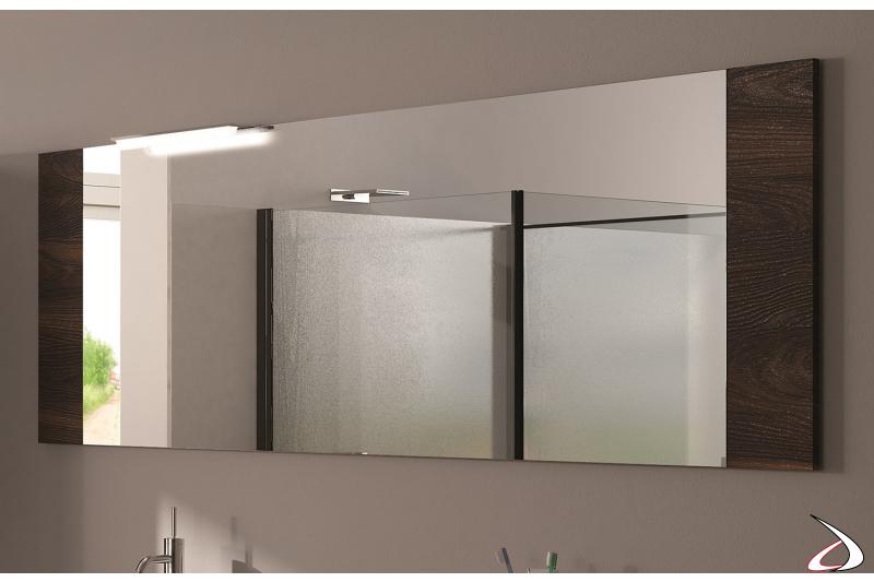 Specchio moderno da bagno con cornice laterale in legno