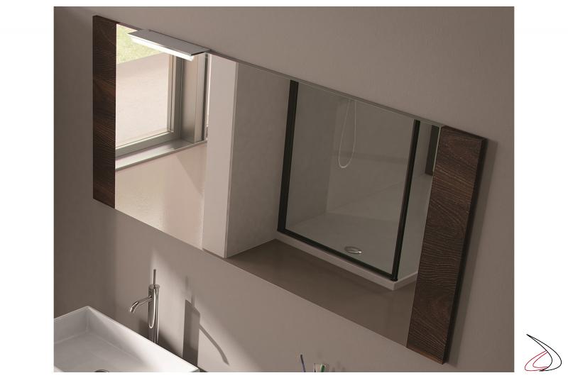 Specchiera moderna con cornice laterale in legno personalizzabile in varie colorazioni