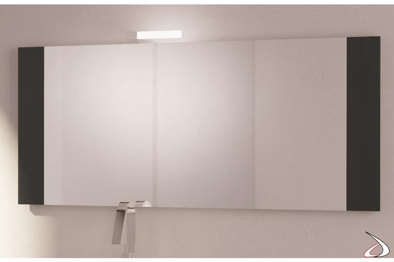 Specchiera moderna da bagno con cornice in legno disponibile in varie finiture