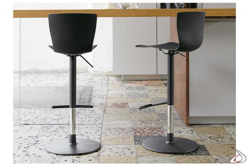 Sgabelli per bancone cucina regolabili in altezza e girevoli con poggiapiedi
