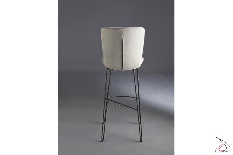 Sgabello moderno con struttura in acciaio e seduta rivestita in tessuto