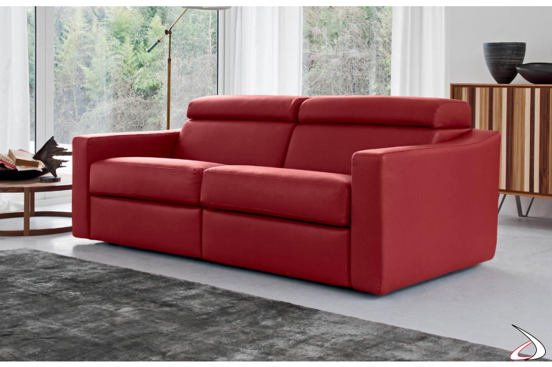 Divano design con meccanismo relax e poggiatesta reclinabili