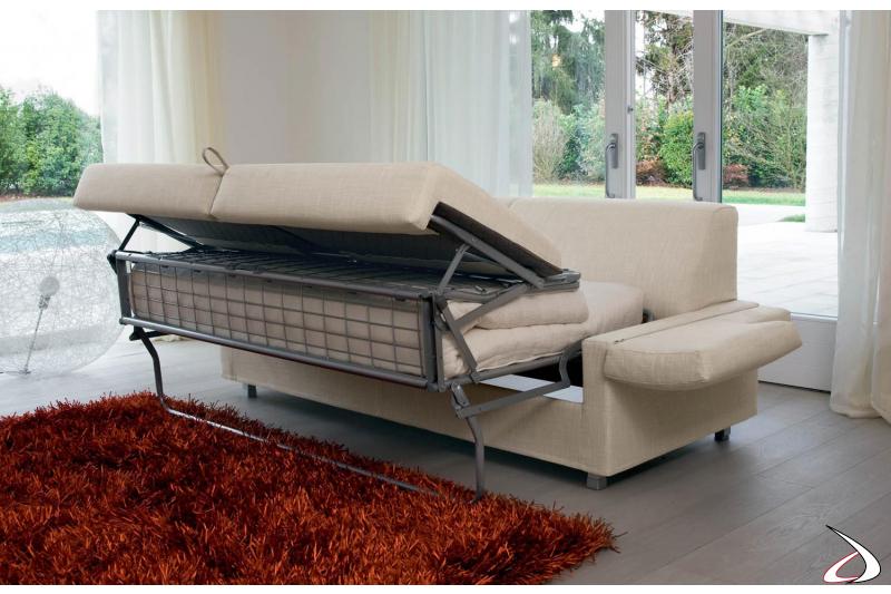 Divano trasformabile letto con braccioli uso comodino