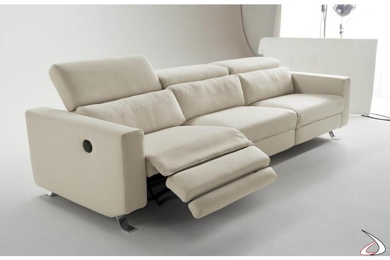 Divano 3 posti di design con recliner e poggiatesta alzabile