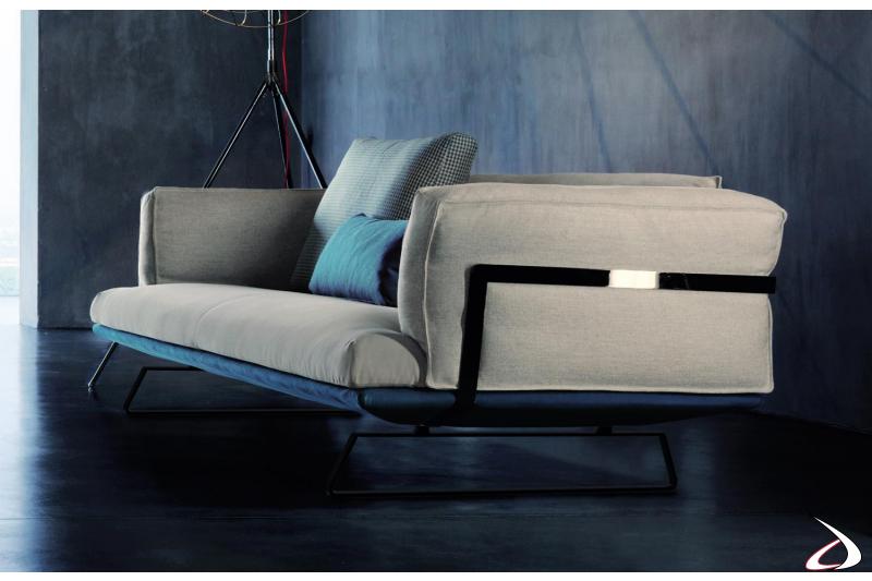 Divano moderno 3 posti bicolore con struttura in metallo