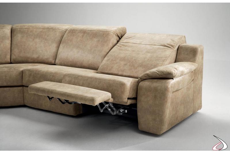 Divano con recliner manuale con poggiapiedi alzabile