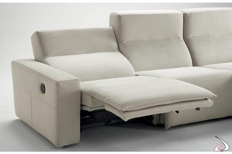 Divano design reclinabile con poggiapiedi alzabile