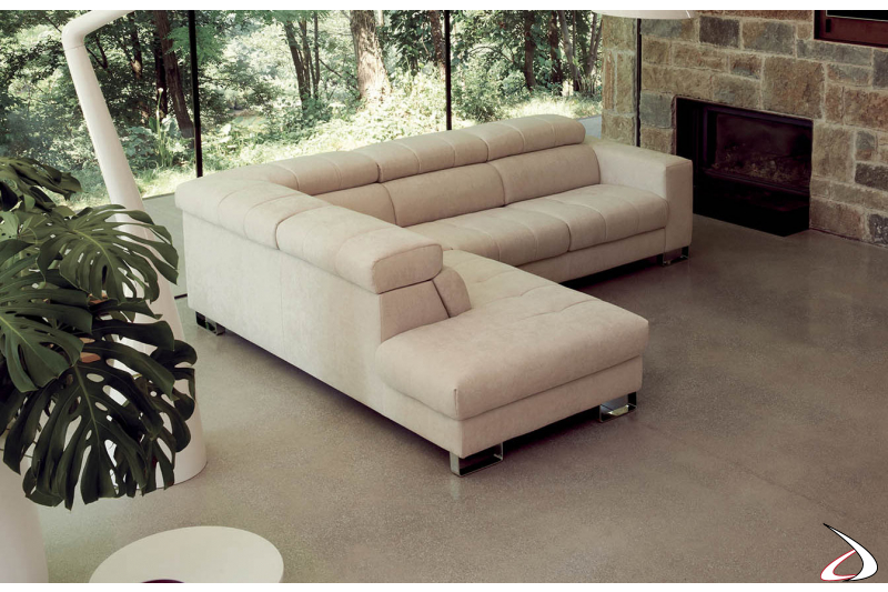 Divano angolare di design con seduta trapuntata