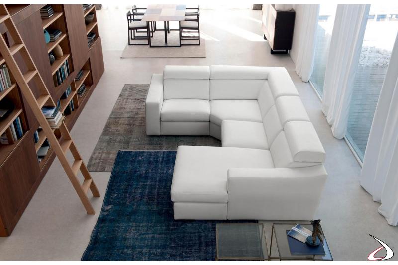 Divano ad angolo di design in colore bianco