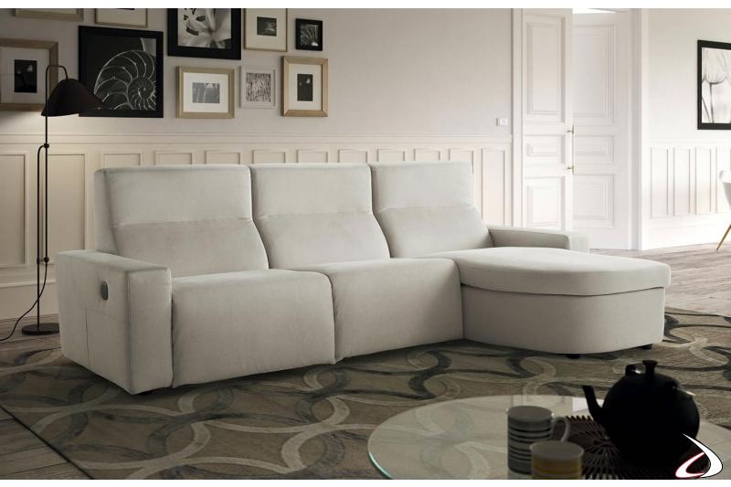 Divano moderno con chaise lounge e meccanismo relax