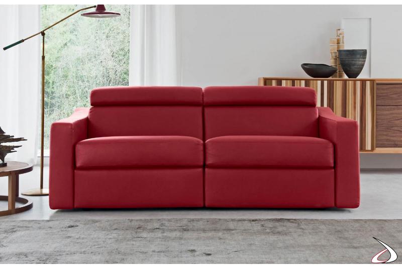 Divano in ecopelle rossa con poggiatesta reclinabile