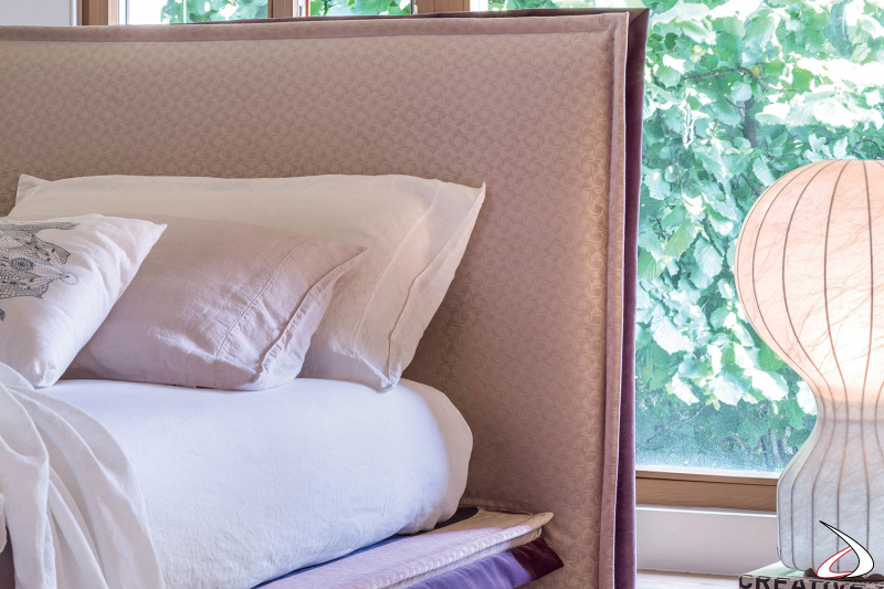 Letto di design sottile con rivestimento bicolore sfoderabile