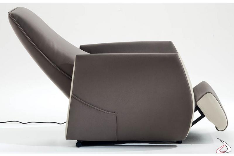 Poltrona con schienale reclinabile