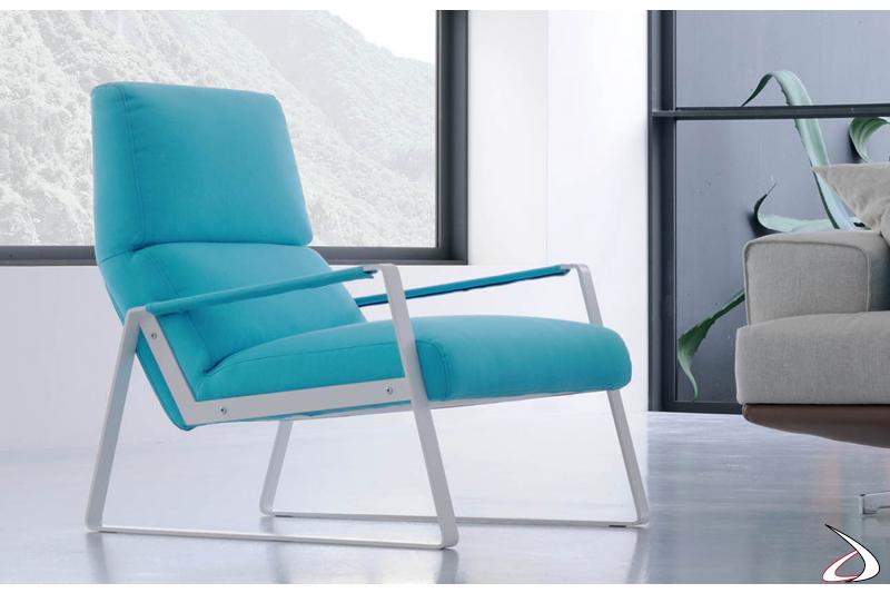Poltrona comoda, dallo stile moderno e riposante.