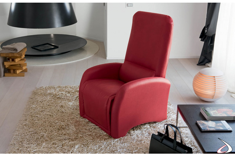 Poltrona relax in eco-pelle di colore rosso