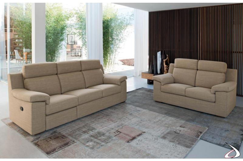 Salotto moderno con divani dallo schienale reclinabili