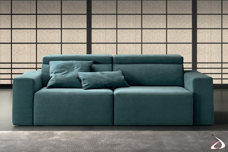 Divano 2 posti con braccioli larghi, sedute allungabili e schienali reclinabili