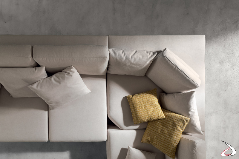 Divano ad angolo moderno in tessuto bianco sfoderabile antimacchia con sedute allungabili