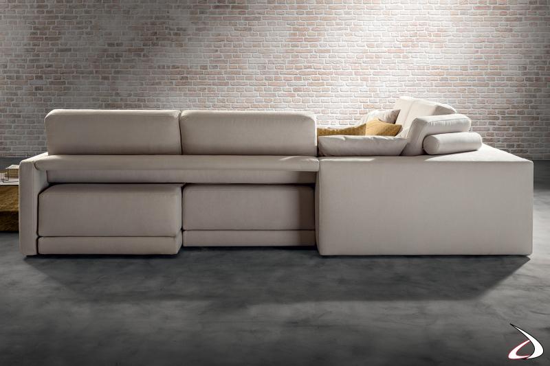 Divano di design ad angolo con sedute estraibili da centro stanza