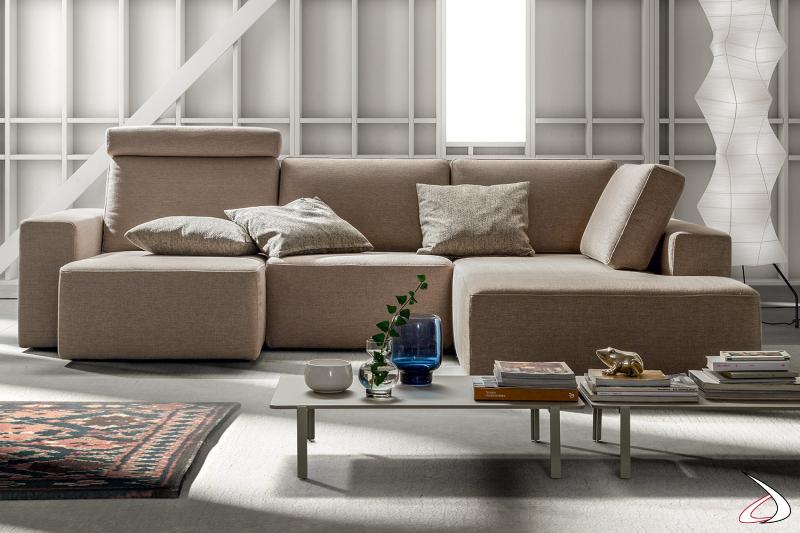 Divano di design con penisola pouf e con sedute scorrevoli