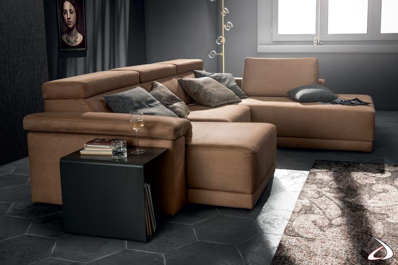 Divano con penisola di design con sedute allungabili e poggiatesta reclinabili