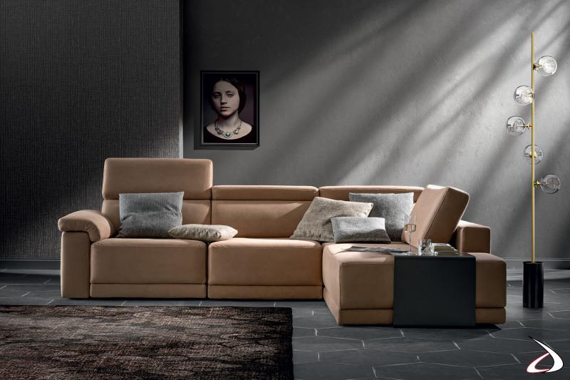 Divano moderno connfotevole con penisola, sedute allngabili e poggiatesta reclinabili
