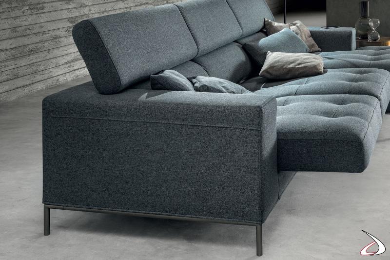 Divano 3 posti di design con poggiatesta regolabili e sedute scorrevoli trapuntate