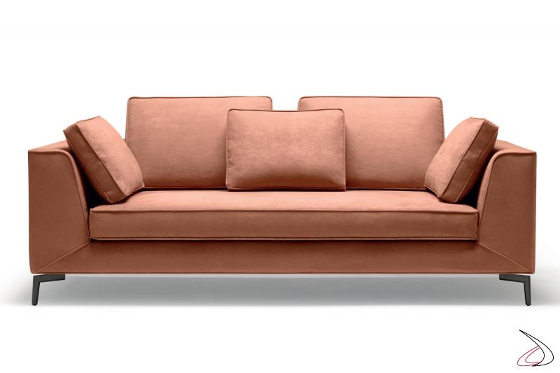 Divano di design con cuscini schienali in poliuretano espanso