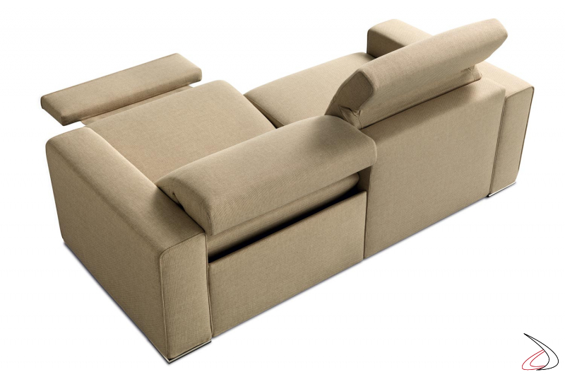 Divano relax con poggiapiedi e poggiatesta reclinabili