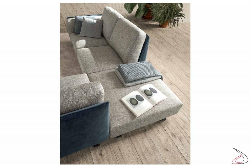 Divano design bicolore da centro stanza lineare o ad angolo con pouf in tessuto