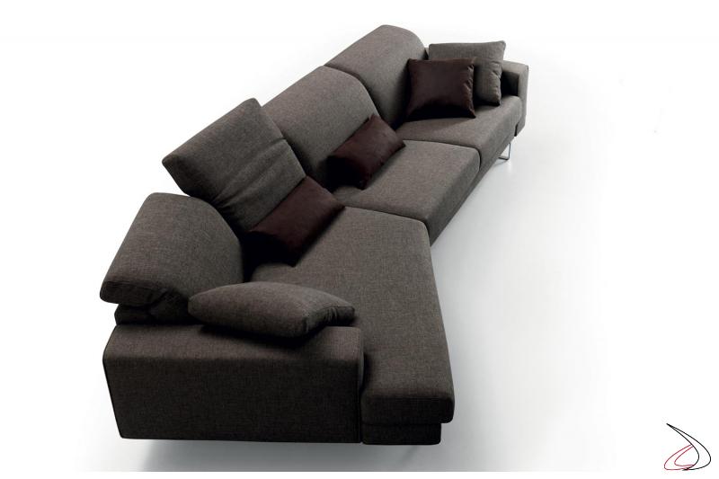 Divano con chaise lounge e schienali reclinabili