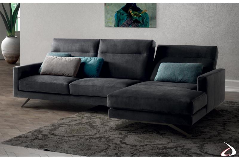Divano da salotto con schienali reclinabili e penisola
