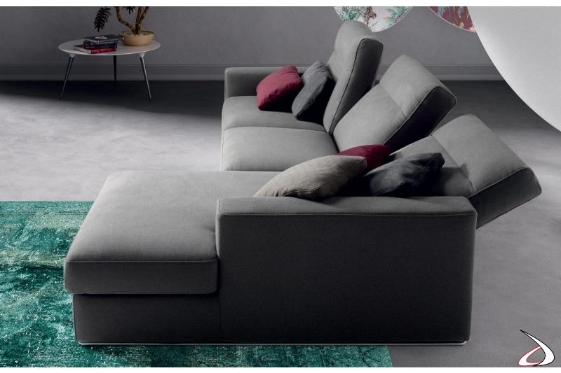 Divano moderno con penisola e schienali reclinabili