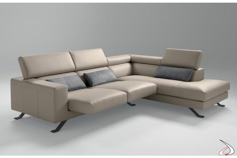 Divano di design in pelle con angolo penisola con sedute scorrevoli e poggiatesta reclinabili