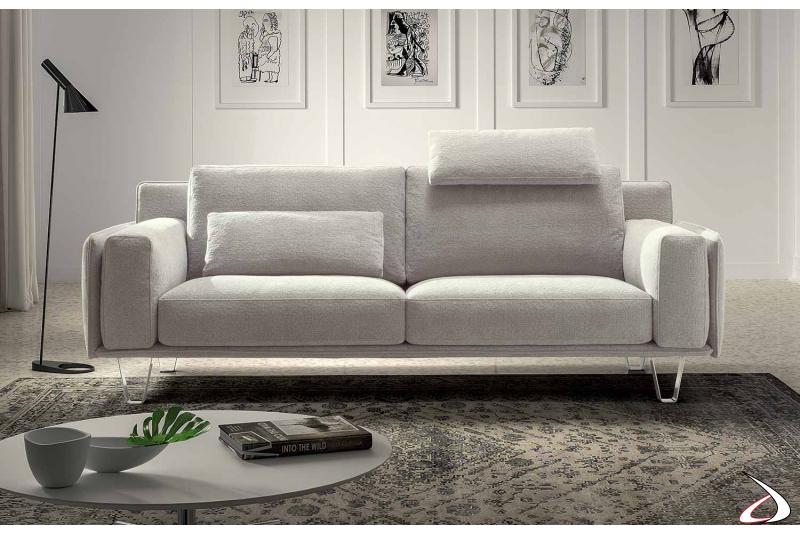 Divano moderno da centro stanza con cuscini poggiareni ad uso poggiatesta
