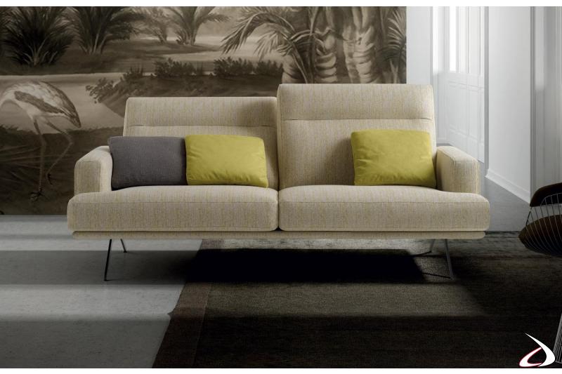 Divano da salotto con schienali reclinabili